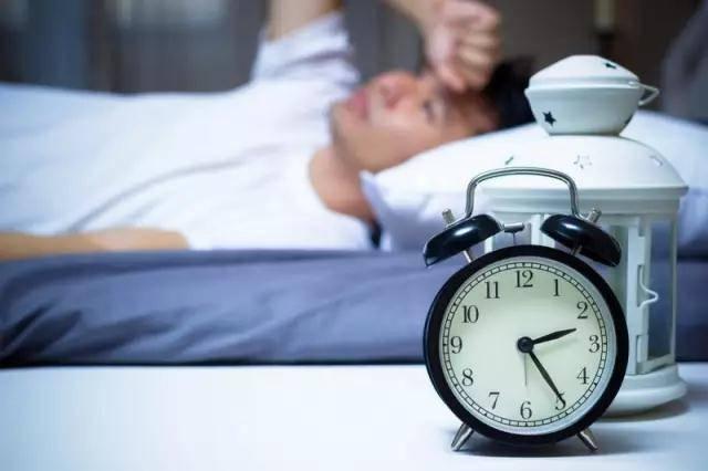 Thiếu ngủ sẽ gây ra hàng loạt tổn hại sức khỏe không thể xem thường - Ảnh 1