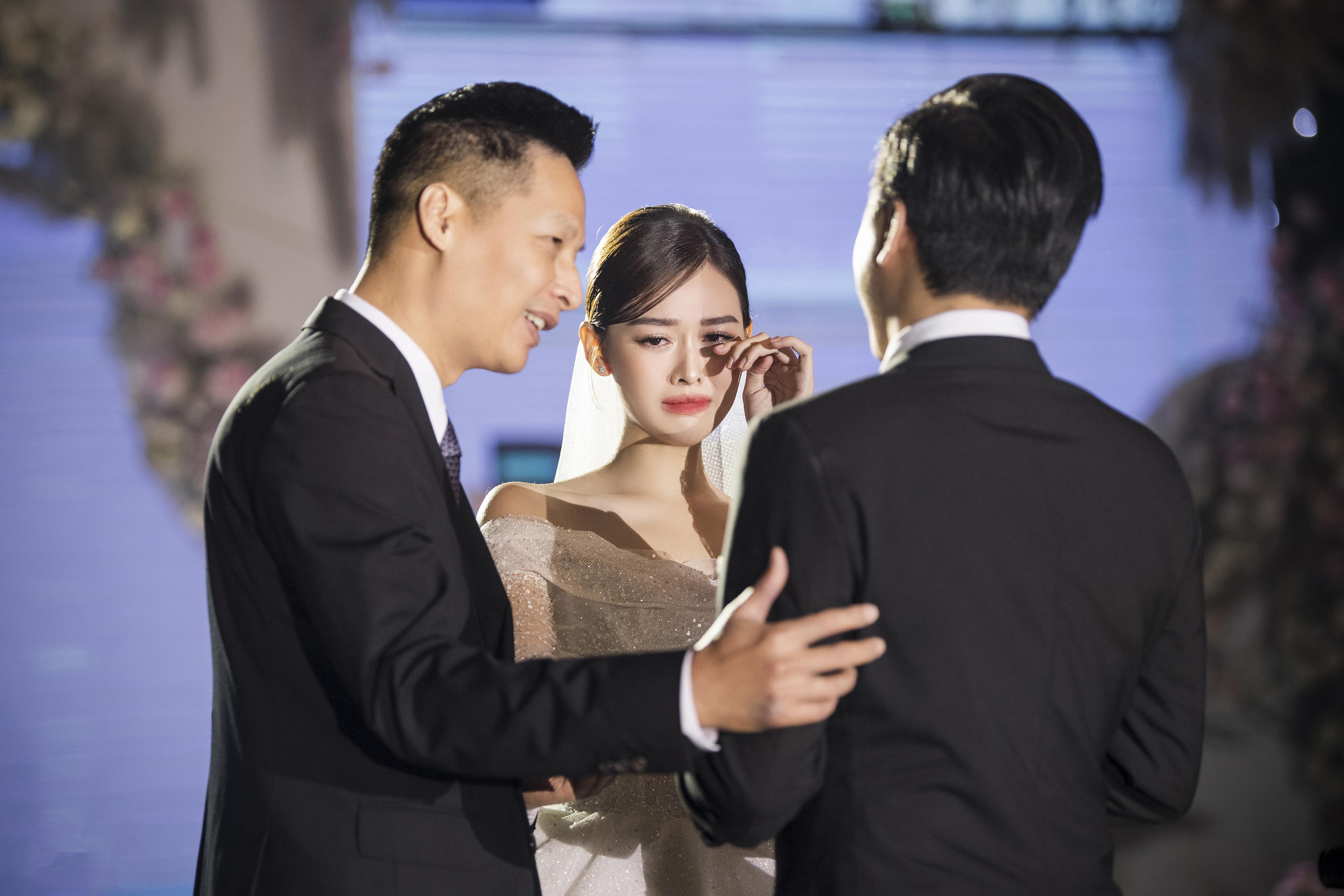 Đám cưới 'cổ tích' của Á hậu Tường San, dung mạo chú rể làm công chúng tò mò - Ảnh 4