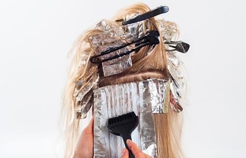 Bỏng da đầu do thuốc nhuộm tóc - Ảnh 1