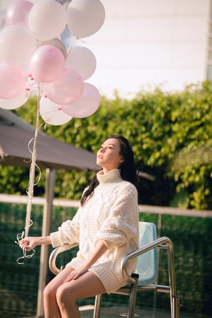 Bất chấp tuổi tác và lùm xùm sinh con thứ 3, Trương Bá Chi vẫn tự tin khoe vẻ đẹp ngọt ngào như thiếu nữ đôi mươi - Ảnh 1