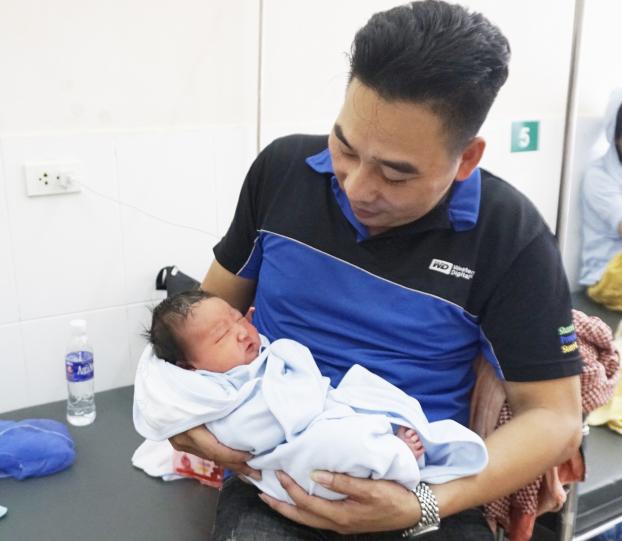 Sản phụ sinh con 5,2kg ở BV Phụ sản Hà Nội: Chủ yếu ăn rau, 9 tháng không hết 1 hộp sữa bầu - Ảnh 2