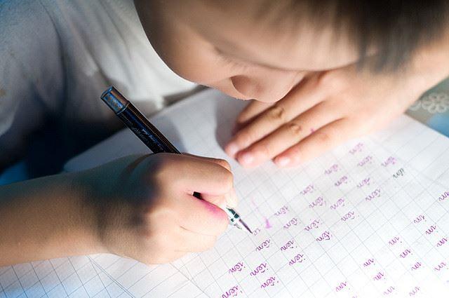 Cần chú ý đến kĩ năng viết của trẻ bị bệnh tăng động giảm chú ý - Ảnh minh họa: Internet