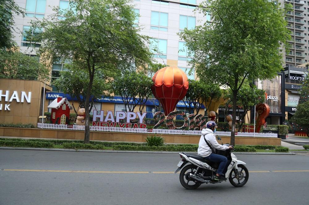 Đường phố Sài Gòn vắng xe, yên bình ngày đầu năm mới 2019 - Ảnh 6