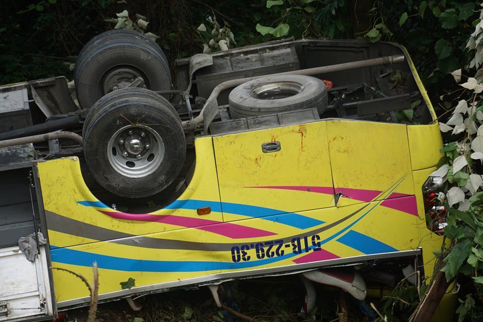 Vụ xe khách chở 21 sinh viên rơi vực đèo Hải Vân: Tài xế khai do mất phanh, đã cố