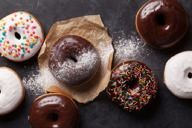 Cách làm bánh Donut Socola bông mềm và không cần lò nướng - Ảnh 10