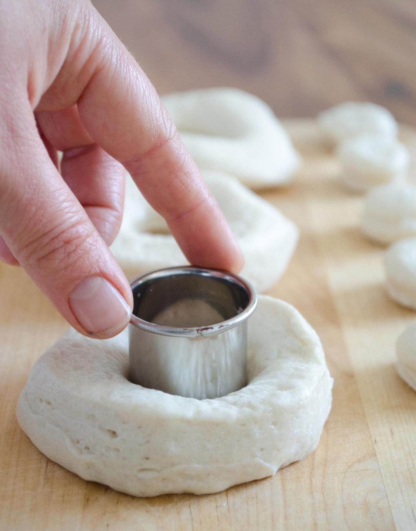 Cách làm bánh Donut Socola bông mềm và không cần lò nướng - Ảnh 7