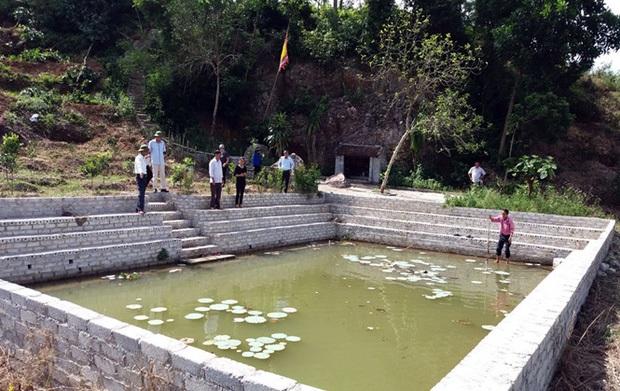 Người dân bàng hoàng phát hiện thi thể 4 đứa trẻ trong giếng làng - Ảnh 1