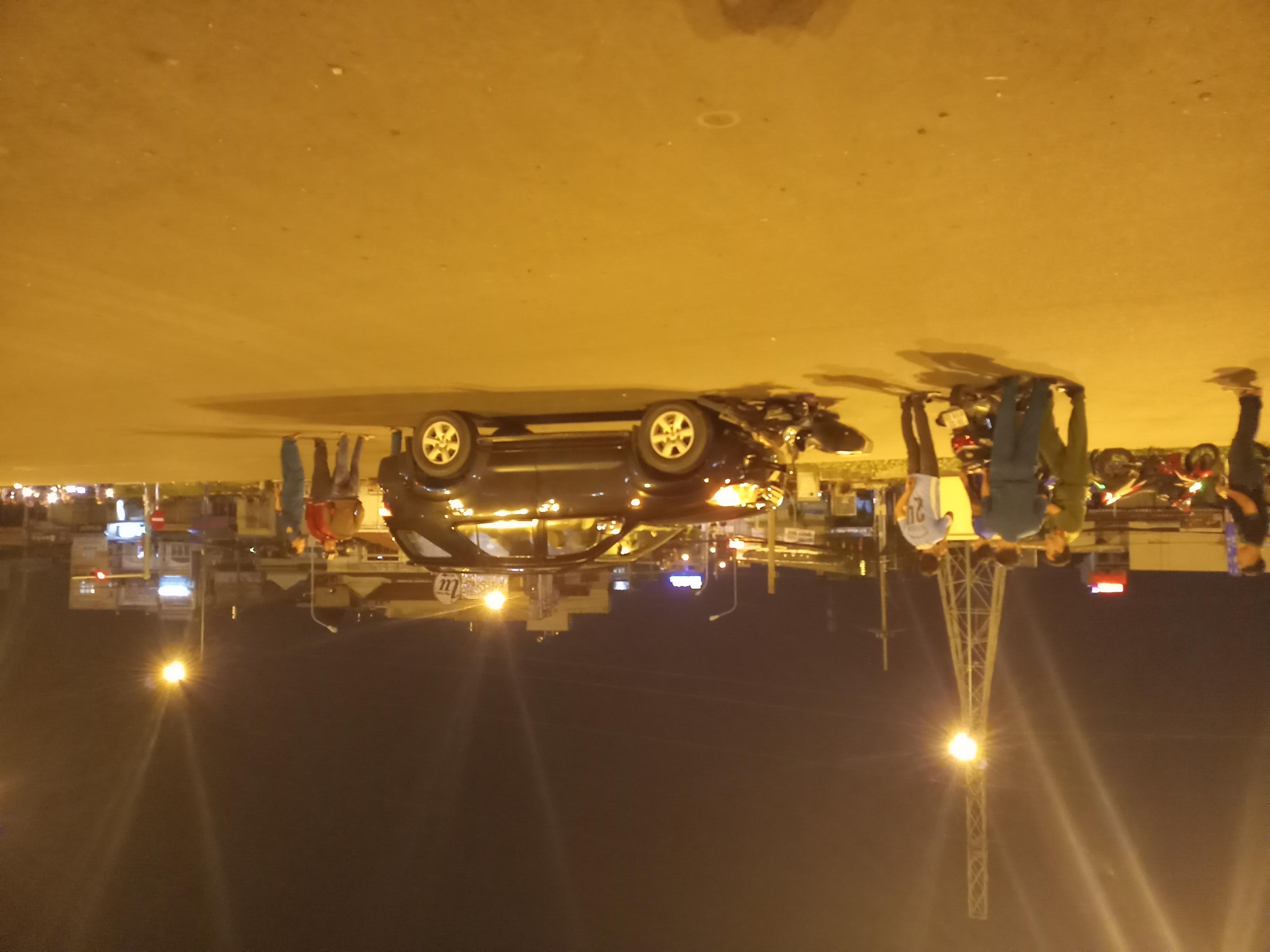 Va chạm với ô tô, thiếu nữ nhập viện trong tình trạng nguy kịch - Ảnh 1