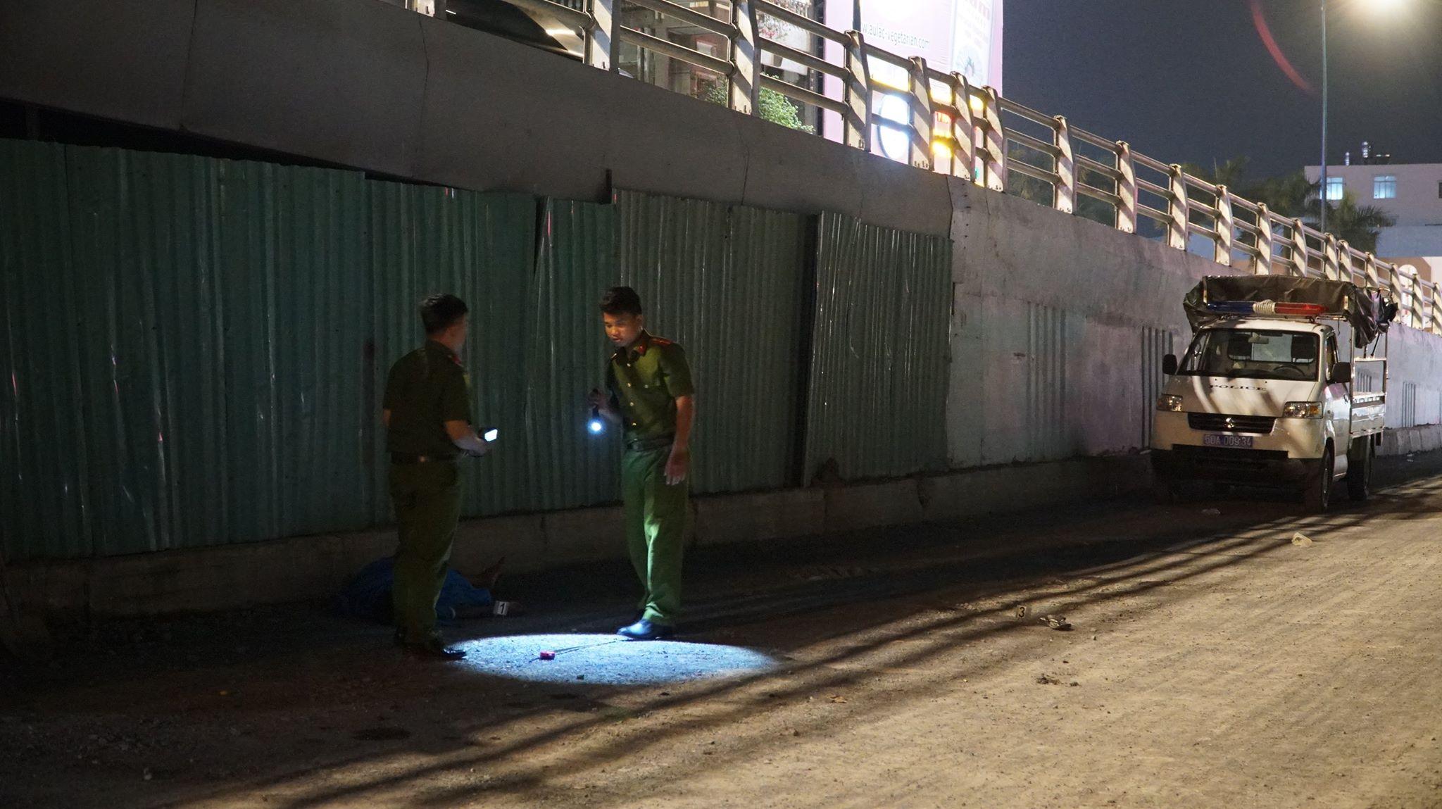 Người đàn ông trượt chân rơi xuống đất tử vong trên cầu vượt Nguyễn Kiệm - Ảnh 2