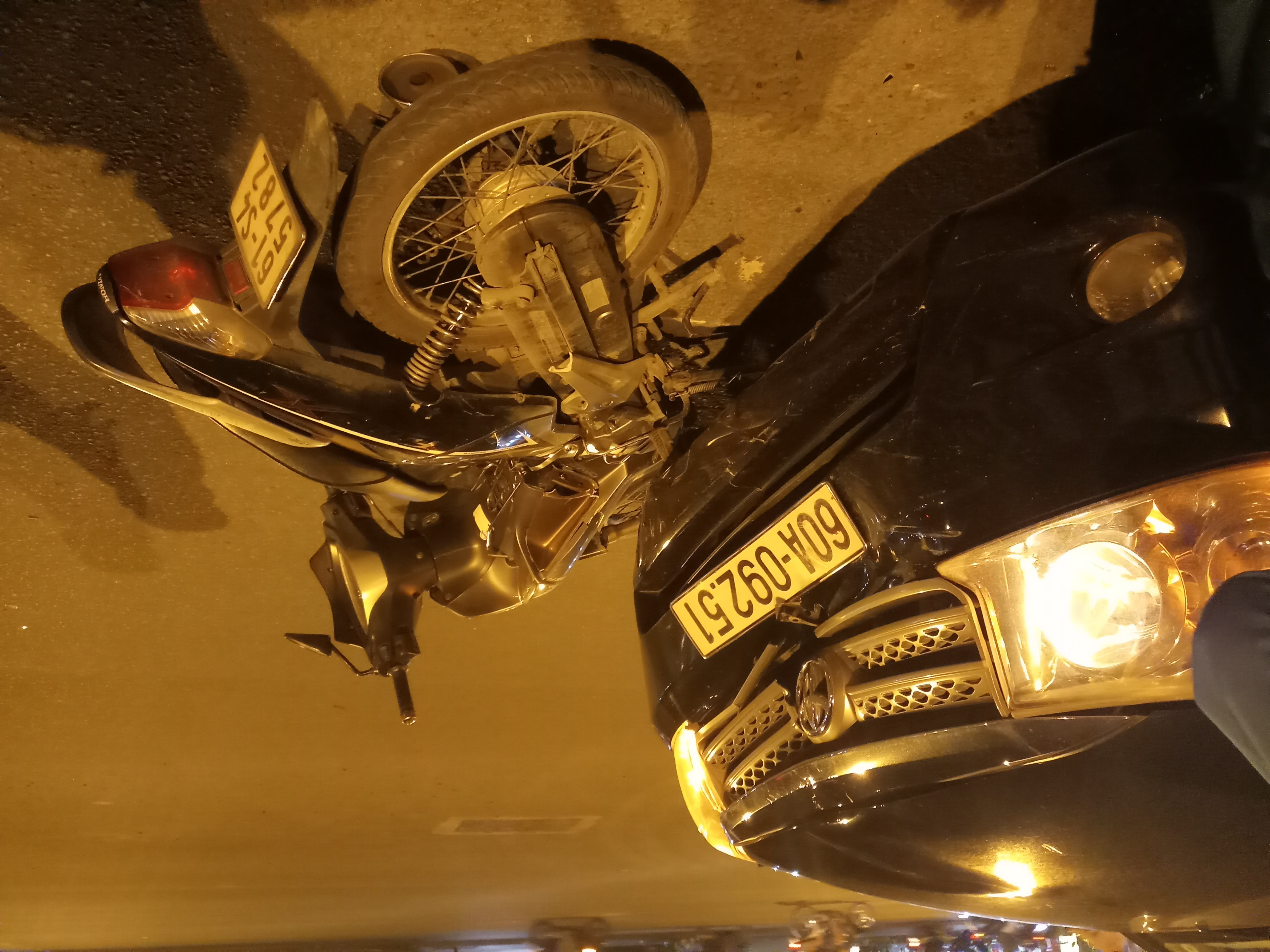 Va chạm với ô tô, thiếu nữ nhập viện trong tình trạng nguy kịch - Ảnh 2
