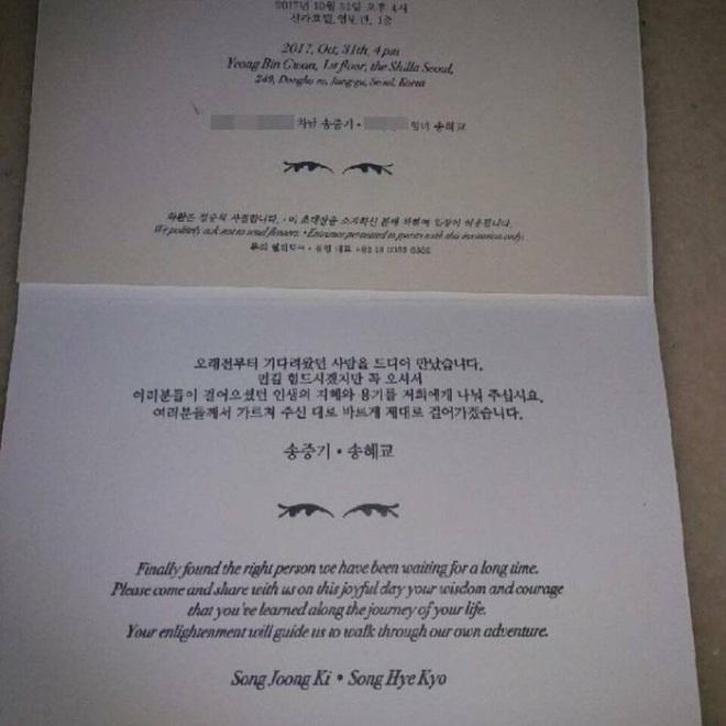 Song Joong Ki - Song Hye Kyo khiến khách mời hoang mang khi không cho mang thứ này vào tiệc cưới - Ảnh 1