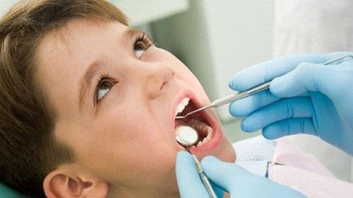 Sai lầm mẹ thường mắc phải làm hỏng răng của con