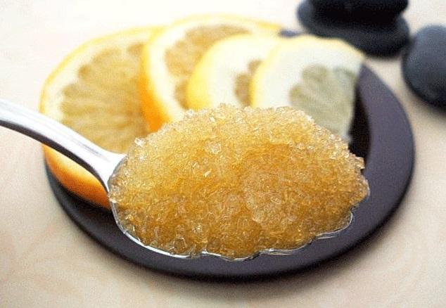 Sử dụng chanh và đường nâu để tẩy tế bào chết cho môi mịn màng, căng sáng - Ảnh: Internet