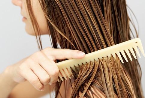 Bỏ ngay 7 thói quen này nếu không muốn mái tóc ngày càng mỏng và xơ rối - Ảnh 3