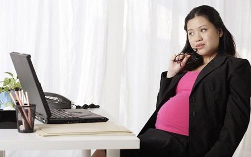 4 thói quen tại công sở khiến bạn bị béo bụng