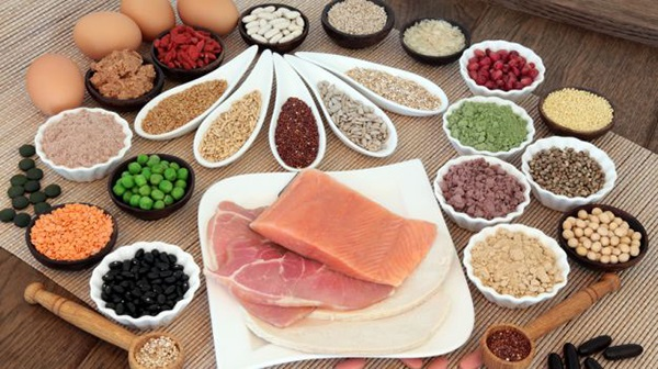 Nhóm thực phẩm chất đạm gồm thịt, cá, trứng, tôm, cua, đậu… tốt cho <a target='_blank' href='https://www.phunuvagiadinh.vn/suc-khoe-5'>sức khỏe</a> của mẹ.