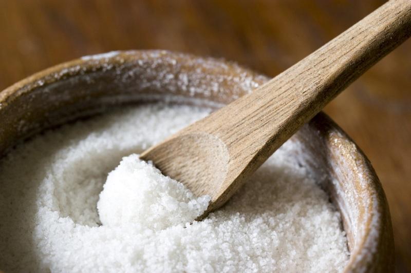 Muối là thực phẩm đứng đầu danh sách thực phẩm trẻ dưới 1 tuổi không được ăn - Ảnh: Internet.