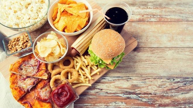 7 thói quen ăn uống này sẽ khiến bạn già nhanh đến 'chóng mặt' - Ảnh 3