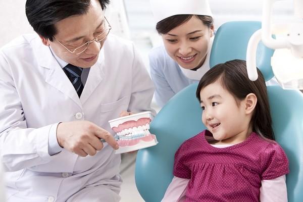 Chăm sóc răng miệng cho trẻ theo độ tuổi - Ảnh 1