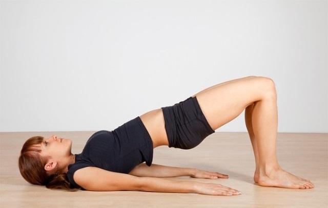 Những động tác yoga đơn giản giúp vòng một săn chắc - Ảnh 2