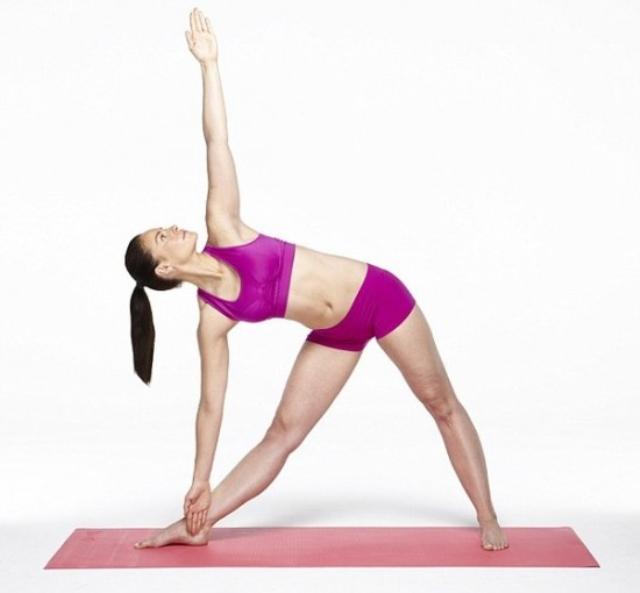 Những động tác yoga đơn giản giúp vòng một săn chắc - Ảnh 3