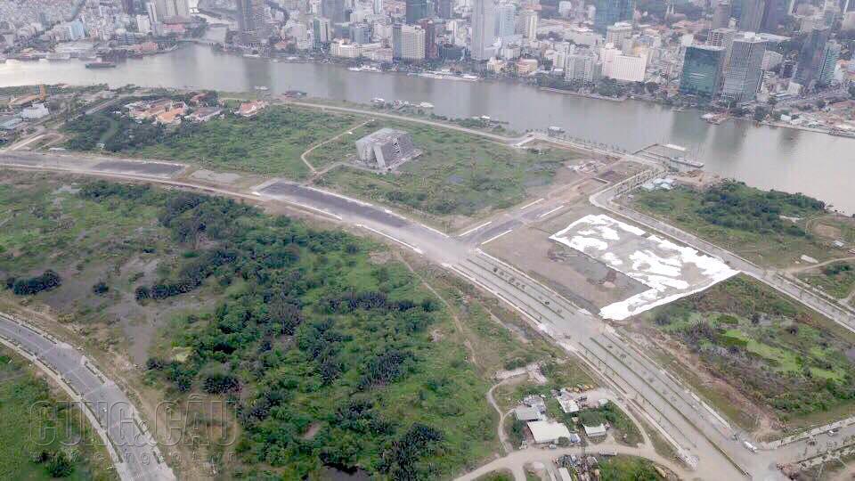 Khu đất xây dựng dự án The Metropole Thủ Thiêm đang là bãi đất trống.