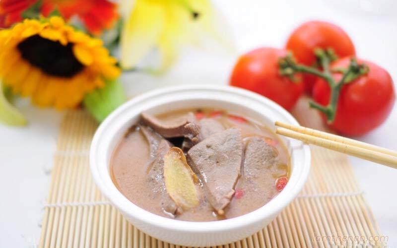 Khi cơ thể suy kiệt, thị lực giảm, bạn nên dùng canh gan gà nấu câu kỷ 3 lần mỗi tuần để cải thiện sức khỏe