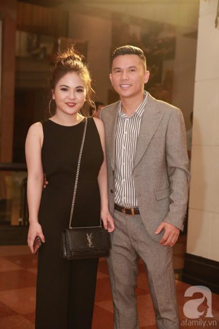 Vợ chồng Tuấn Hưng diện đồ đôi mang con trai yêu đi dự đám cưới Khắc Việt - Ảnh 4
