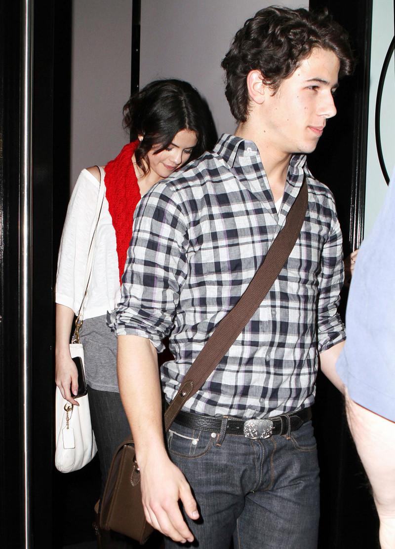 Lịch sử tình ái cặp kè toàn mỹ nhân nổi tiếng thế giới của Nick Jonas - Ảnh 9