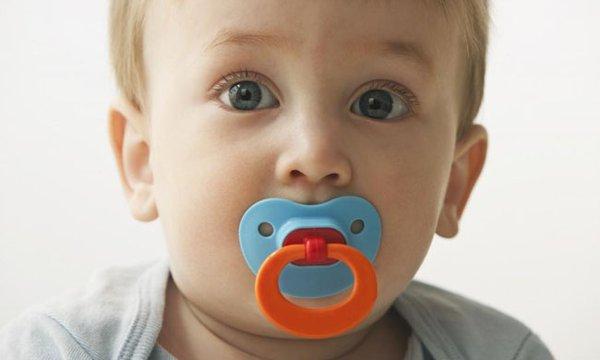 Cách xử lý hiệu quả nhất giúp bé không cắn ti những lần sau