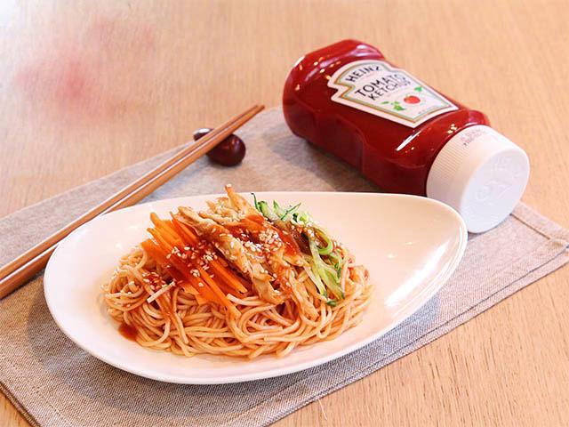 Bữa sáng hấp dẫn với mì trộn thịt gà, sốt cà chua - Ảnh 3