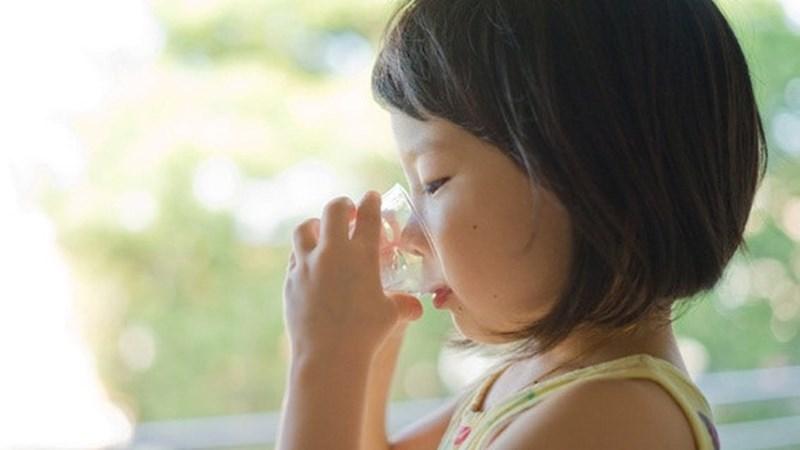 Trẻ bị tiêu chảy uống oresol như thế nào để không gặp phải biến chứng thần kinh nguy hiểm? - Ảnh 3