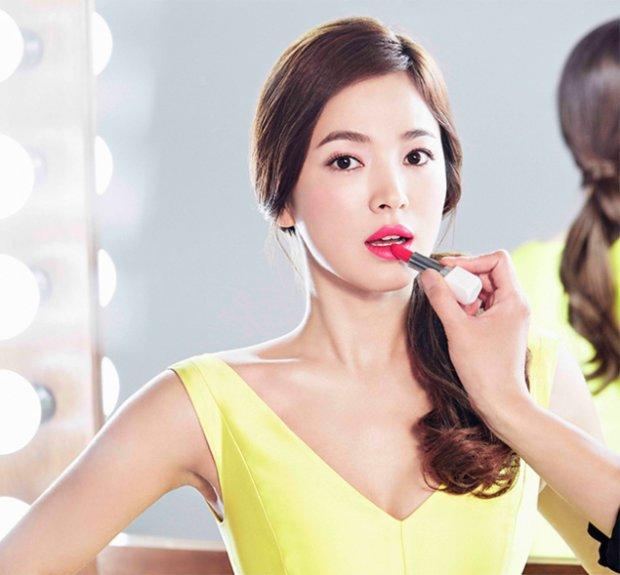 Tạm biệt mụn cám nhờ tuyệt chiêu chăm sóc da của 'nữ hoàng mặt mộc' Song Hye Kyo - Ảnh 1