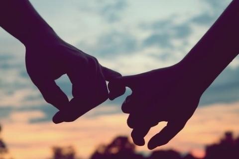 Tình yêu như con dao hai lưỡi, càng nắm chặt lại càng đau - Ảnh 2