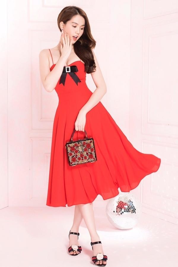 Ngọc Trinh diện váy xẻ ngực, tôn eo - Ảnh 7