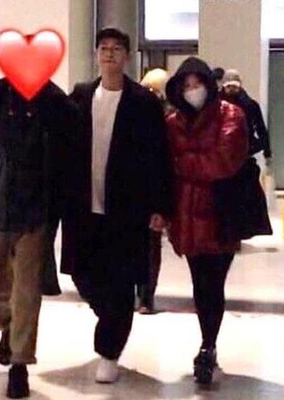 Xôn xao loạt ảnh chưa từng tiết lộ của Song Joong Ki và Song Hye Kyo khi còn hẹn hò - Ảnh 5