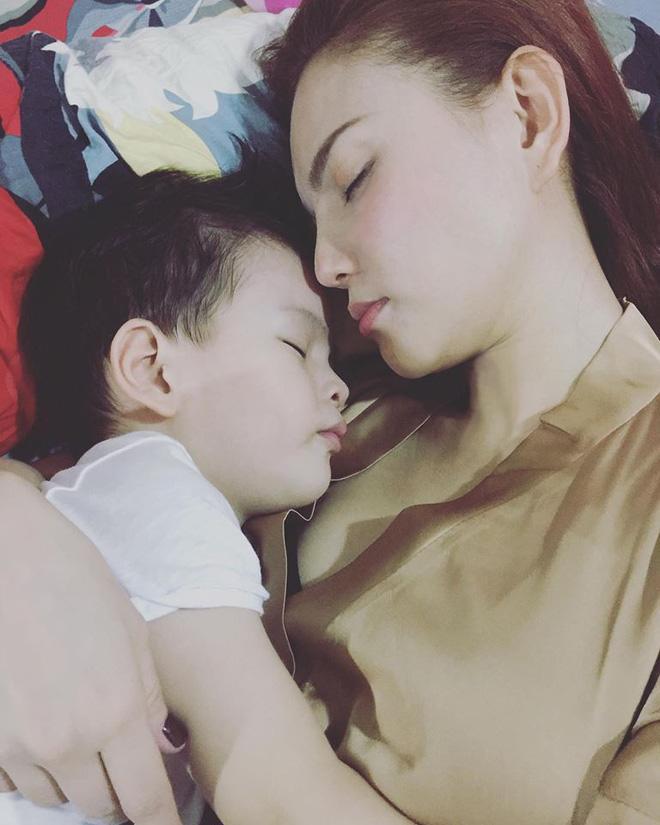 Chỉ mẹ đơn thân mới hiểu đến tận cùng: Sao Việt nhói lòng khi con bất ngờ hỏi về bố - Ảnh 2