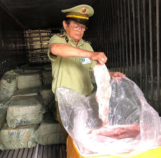 Phát hiện xe container chở gần 7 tấn thịt động vật thối vượt trạm CSGT - Ảnh 2
