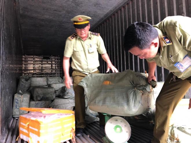 Phát hiện xe container chở gần 7 tấn thịt động vật thối vượt trạm CSGT - Ảnh 3