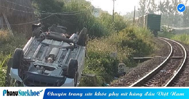 Ô tô vượt gác chắn tàu hỏa, 3 người trong gia đình thương vong