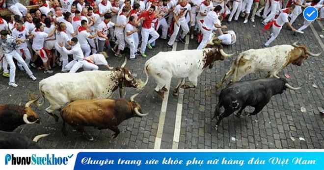 RÙNG MÌNH cảnh tượng bò tót 'NỔI ĐIÊN' tấn công người KINH HOÀNG trên phố và cái kết nào cho kẻ nổi loạn?