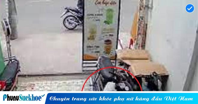 Thừa lúc vắng người tên trộm rình mò, BẺ KHÓA đánh cắp xe máy trước quán ăn tại TP.HCM