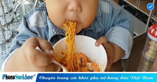 Những thực phẩm CẤM TUYỆT cho trẻ ăn vào buổi tối, nếu không sẽ khiến con chậm phát triển, kém thông minh