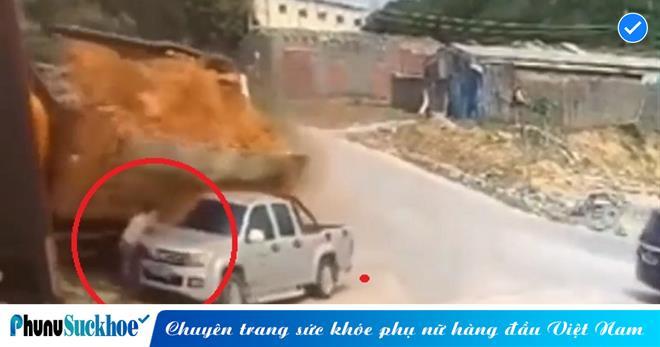 Xém bị chôn vùi trong đống đất đá từ chiếc xe tải 'đánh rơi', người đàn ông thoát chết THẦN KÌ vì 'thần chết' bận đi du lịch