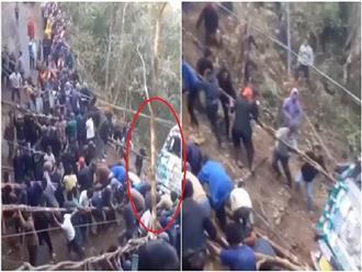 Cả làng hàng trăm người khỏe mạnh, lực lưỡng xúm lại kéo xe tải lên đồi, cảnh tượng vô cùng cảm động