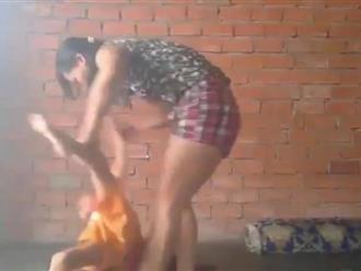 Xôn xao clip người phụ nữ quát mắng, đánh tới tấp vào đầu bé trai 5 tuổi ở Bình Dương