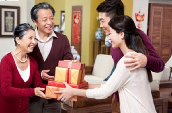 4 tuyệt chiêu lấy lòng mẹ chồng 'chuẩn không cần chỉnh' - Ảnh 2