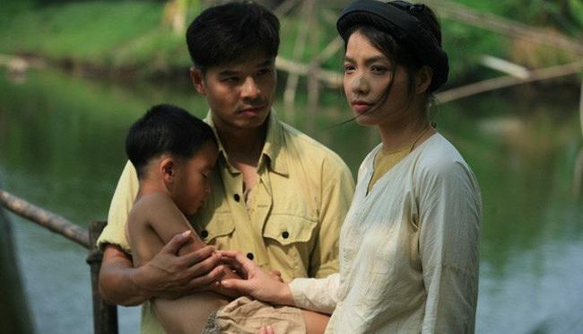 Lột tả quá chân thực, dàn diễn viên nữ phim 'Thương nhớ ở ai' không hề mặc nội y trên sóng truyền hình gây sốc dư luận - Ảnh 4