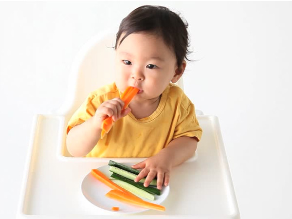 Những điều cha mẹ cần biết khi tập cho trẻ ăn dặm tự chỉ huy (BLW) - Ảnh 3