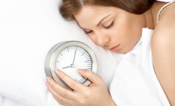Khi bị cảm lạnh, nên ngủ nhiều hơn để cơ thể được thư giãn và nhanh chóng thoát khỏi tình trạng lừ đừ